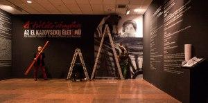 2015.11.05.-Nemzeti-Galéria-El-Kazovszkij-fotóm-felhelyezése-fogadófalra