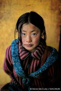 Steve-McCurry_Tibeti-lány