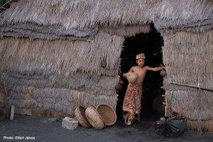 2016.07.07.-Bali-Goa-Lawah-KisfiúBalinéz-kunyhónál