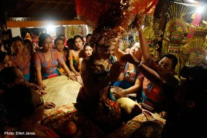 2016.07.15.-Bali-Fogcsiszoló-ceremónia-04
