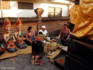 2016.07.15.-Bali-Fogcsiszoló-ceremónia-09