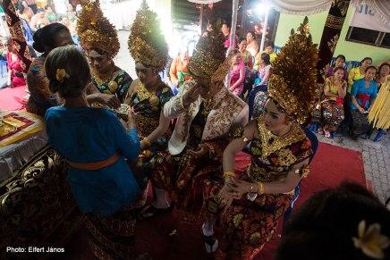 Balinéz esküvő
