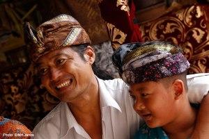 2016.07.15.-Balinéz-esküvő-Wayan-fiával