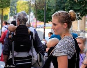 2016-09-23-madach-teri-kiallitas-megnyiton_anya-gyermekevel