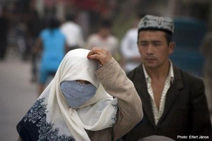 Kashgar, rizses hús, hímzett csizma, szerelmesdal…