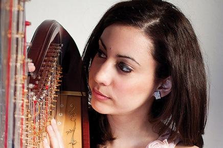 Pezsgős újévi dallamok, opera az egész világ, de a magyarok tovább kalandoznak –miközben Baranyi80